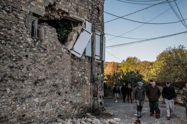 """L'origine du tremblement de terre du Teil (Ardèche) et de ses environs, le 11 novembre dernier, est """"naturelle"""" et le rôle d'une carrière voisine, un temps suspectée, a été """"négligeable"""", indique ce mardi 17 décembre la préfecture du département de l'Ardèche."""