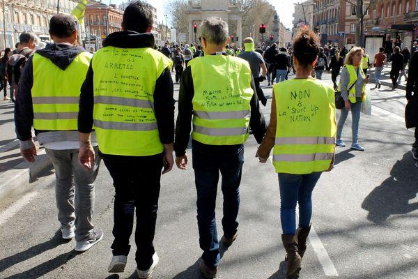 """Le """"groupe de travail de Gilets Jaunes de Toulouse sur les municipales et la démocratie directe"""" interpelle les listes candidates aux élections municipales."""