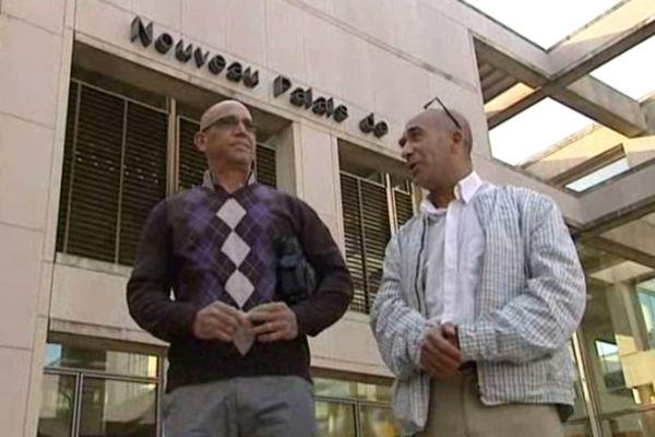 Abderrahim el-Jabri et Abdelkader Azzimani devant le palais de justice de Montpellier Archives