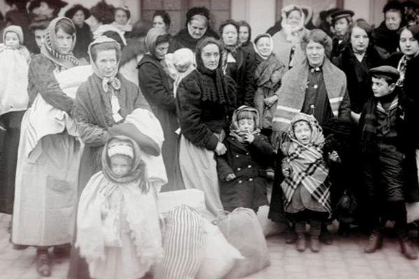 En 1916, des centaines de femmes et de jeunes filles furent déportées depuis la gare Saint-Sauveur de Lille.
