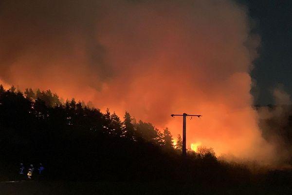 A Anzat-le-Luguet, dans le sud du Puy-de-Dôme, un important feu de forêt a brûlé 15 hectares dans la nuit du 6 au 7 avril.