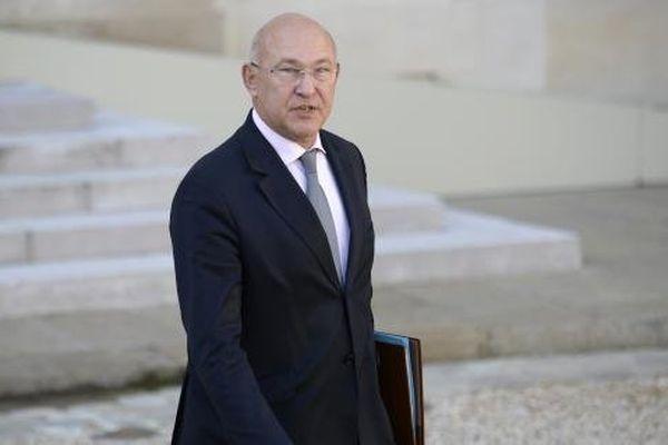 Le ministre du Travail, Michel Sapin, le 23 octobre 2013 à la sortie du Conseil des ministres, à l'Elysée.