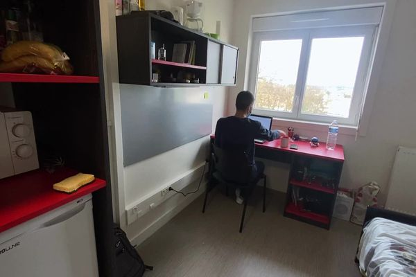 Avec la crise sanitaire, certains étudiants sont confrontés à la précarité financière ou la détresse psychologique.