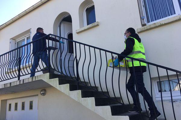 Les bénévoles de la réserve citoyenne à Gouesnou, en pleine livraison à domicile