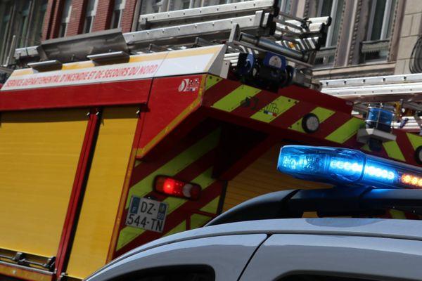 Police et pompiers sur le lieu d'un accident - Photo d'illustration