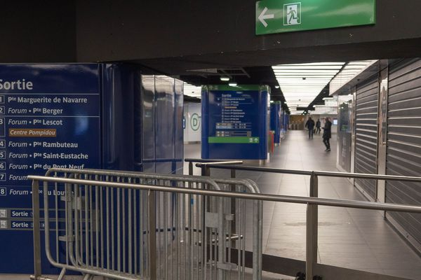 La gare de Châtelet - Les Halles dépeuplée