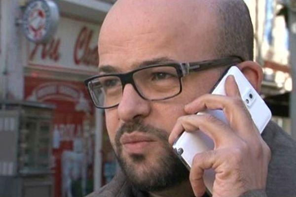 Malek Addala, tête de liste PS à Orange, veut le retour aux urnes traditionnelles.