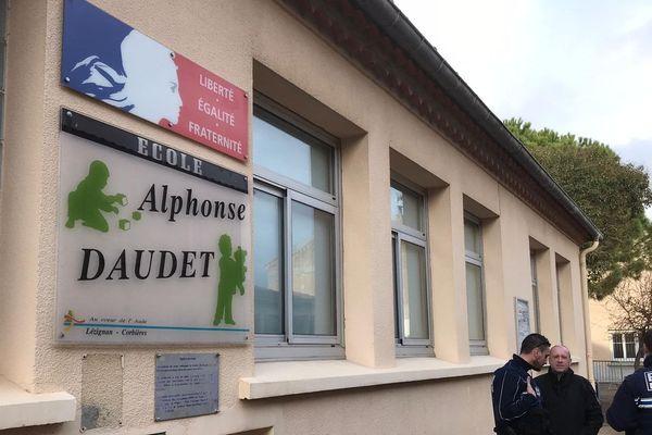 A Lézignan-Corbières, l'école maternelle Daudet a été fermée le lundi 9 mars par précaution après qu'une enseignante ait été testée positive au Covid-19.