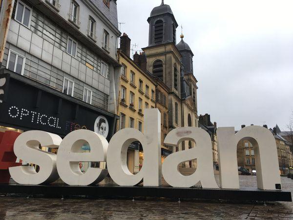 Le centre-ville de Sedan s'articule autour d'un site historique hors du commun et tente de dynamiser son commerce