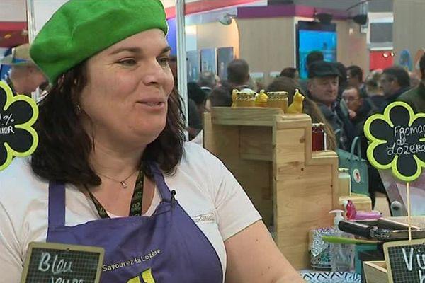 Nadège Ressouche, une éleveuse et productrice de fromages originaire de Lachamp, en Lozère, ici au Salon de l'agriculture, à Paris - 26 février 2018