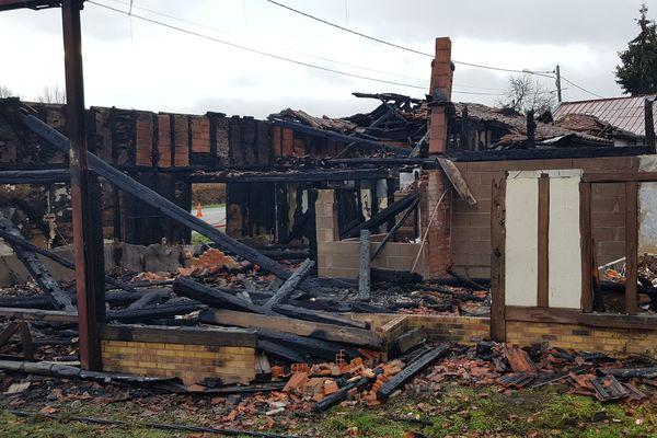 """L'ancien restaurant """"La Bobotte"""" sur la commune d'Hallignicourt en Haute-Marne a entièrement été détruit par un incendie ce lundi 10 décembre 2018."""