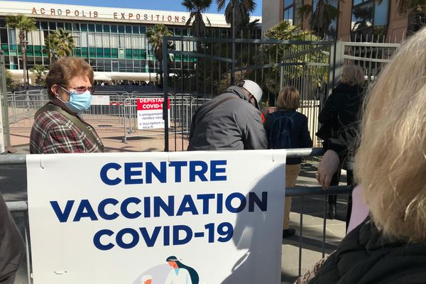 Le centre du Palais des Expositions va monter en puissance pour atteindre les 5.000 injections par jour. Photo prise le 13 mars 2020.