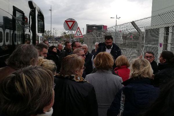 Près de 500 croisiéristes sont à Marignane attendant d'être acheminer à Marseille.