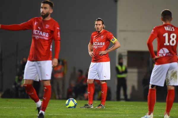 Coup de frein dans l'opération maintien pour le Nîmes olympique. En match en retard, Rennes s'est imposée aux Costières 1 à 0.