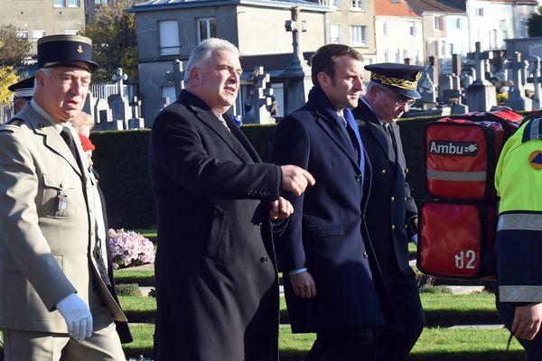 Frédéric Cuvillier et Emmanuel Macron lors des cérémonies du 11 novembre 2016 à Boulogne-sur-mer