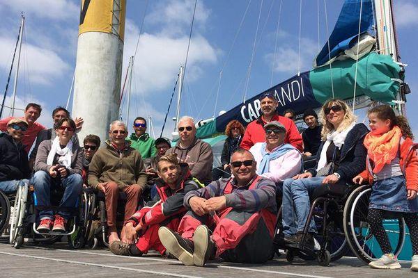 Les membres de l'association Cap Handi avec Christophe Souchaud (lunettes noires au premier plan).