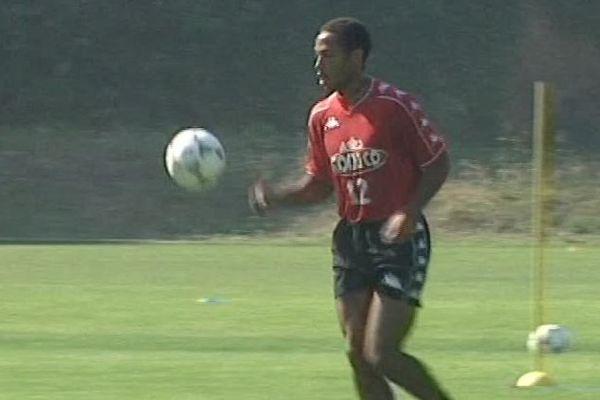 Thierry Henry à l'entrainement, sous le maillot de Monaco, en août 1998.