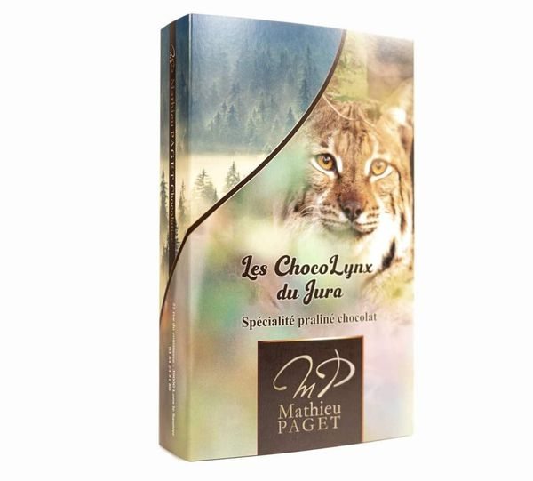 Le photographe jurassien Guillaume François a accepté l'utilisation d'un de ses portraits de lynx pour illustrer la boite de chocolat. Plaisir des yeux et des papilles.