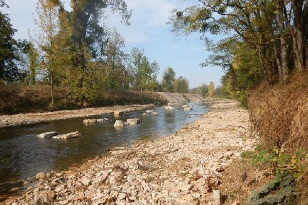 La rivière d'Ouche retrouve sa liberté à Crimolois