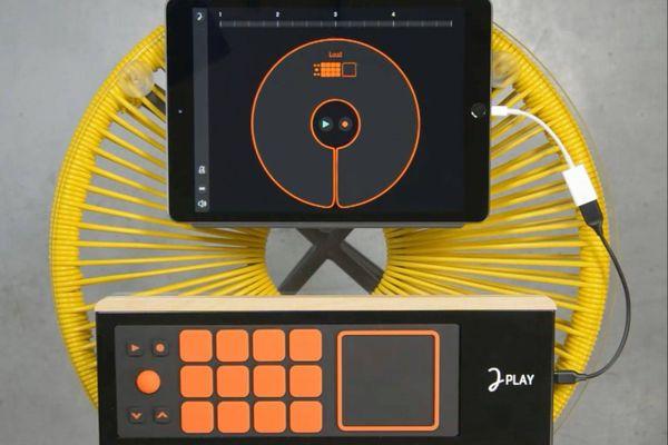 La musique devient facile avec cet un instrument connecté, mis au point par une équipe bordelaise.