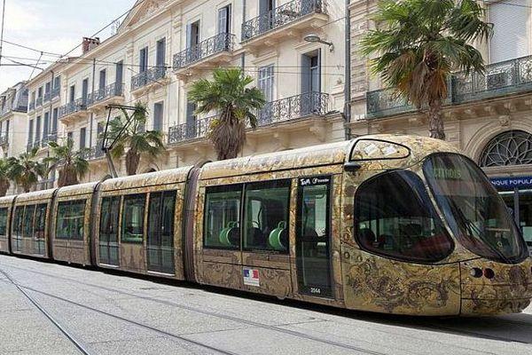 Un tramway de la ligne 4 de Montpellier sur le nouveau tronçon du bouclage - juin 2016