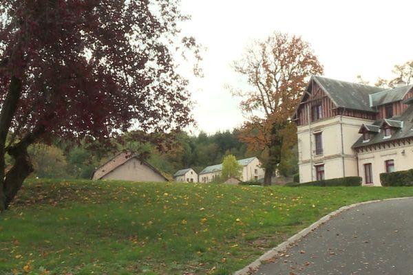 L'Institut européen des sciences humaines (IESH) a été créé en 1990 à Saint-Léger de Fougeret.