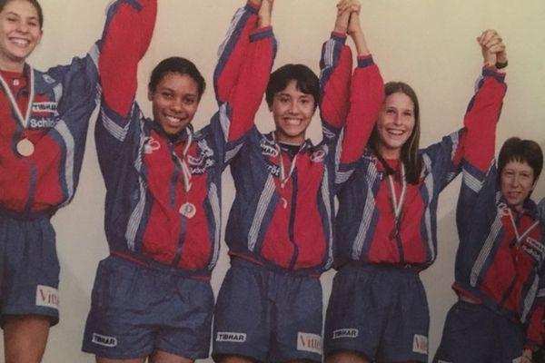 A 15 ans, Laurie Phaï (plein centre) remporte la médaille de bronze par équipes aux championnats d'Europe cadettes de tennis de table. Elle représentera ensuite la France sur les compétitions internationales pendant 7 ans.