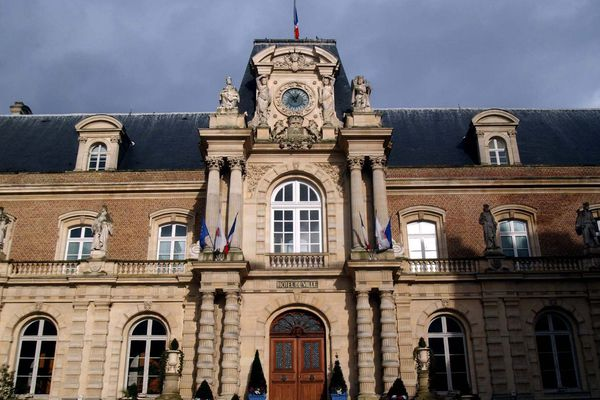 On compte pour le moment neuf listes candidates à la mairie d'Amiens.