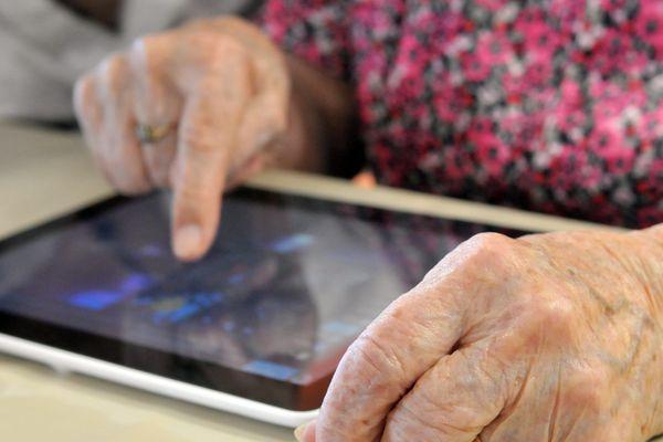 52 EHPAD du département seront concernés par la livraison de tablettes numériques