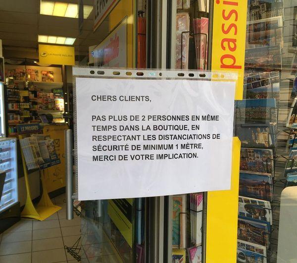 Au tabac presse de la rue de Trion, le patron invite les clients à respecter quelques consignes de bon sens ...