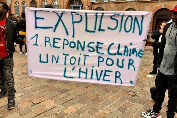 Les manifestants devant la préfecture de Toulouse