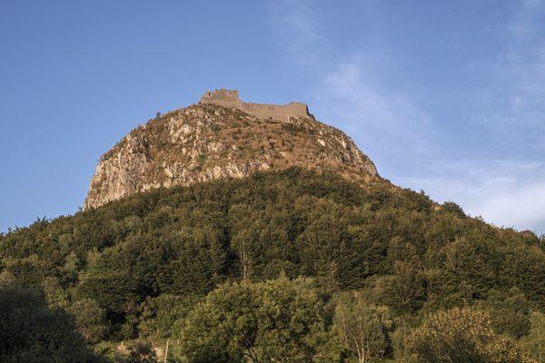 Le château de Montségur, en Ariège, sur le chemin des Bonshommes (GR 107).