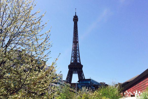 Un pique-nique géant sera organisé mercredi au pied de la tour Eiffel.