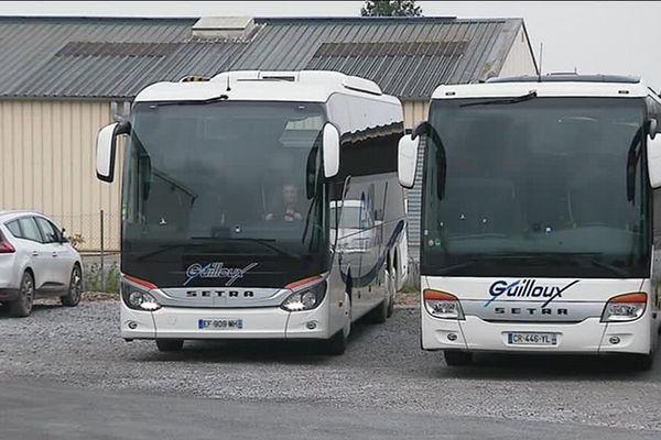 La société de transport basée à Rethel (Ardennes) a été contactée par des fans du chanteur.