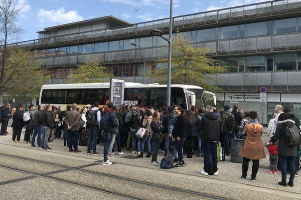 Les voyageurs en direction de Lyon sont redirigés vers des bus de substitution.
