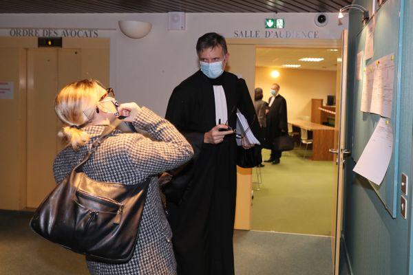 Elodie Crocq, directrice juridique et sociale du Stade Rennais en compagnie de l'avocat Maître Jean-Michel Bonzom
