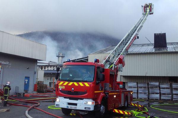 Un incendie s'est déclenché ce mercredi vers minuit sur l'usine de Toupnot, qui produit des conserves de viande à Lourdes. 38 riverains ont dû être évacués de la zone. Les dégâts sont importants : une centaine de personnes sont au chômage technique.