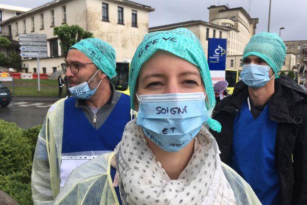 Les soignants des services de réanimation en grève ce 11 mai à Périgueux. Ils réclament considération et statut à la hauteur de leur investissement.