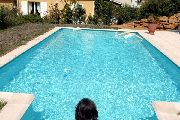 Le nombre de demande de piscine privée a explosé dans la Loire en 2021.