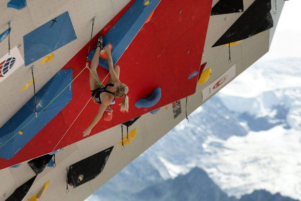 Julia Chanourdie le 12 juillet lors de la Coupe du monde d'Escalade sur la place du mont Blanc à Chamonix