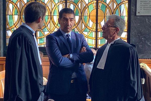 Karim Zeribi, lors de son premier jour de procès. A sa droite, son avocat Michel Pezet.