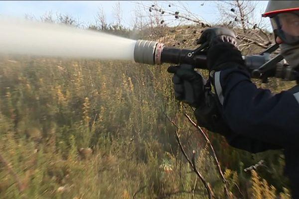 Un feu est en cours sur la commune de Vitrolles dans les Bouches-du-Rhône