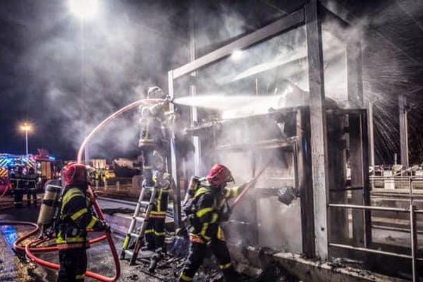 Une cabine de péage incendiée sur l'A9 à la sortie Perpignan-Sud