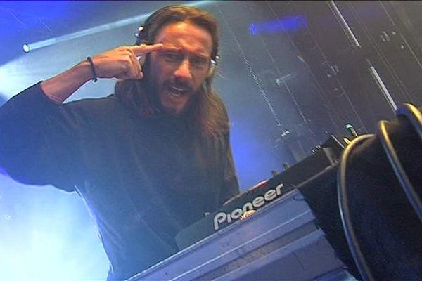 Le célèbre DJ français sera ce soir à la base nature de Fréjus