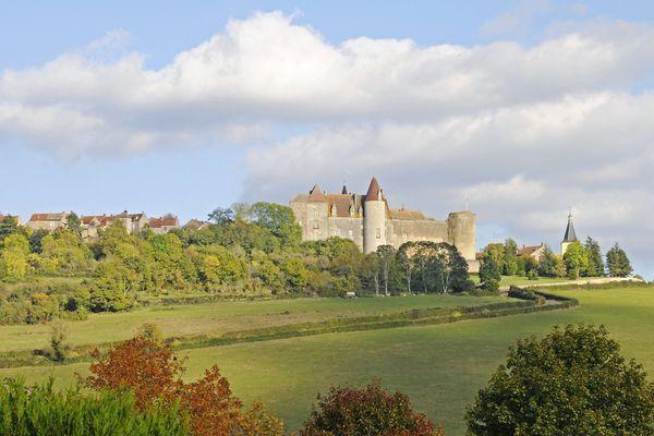 Le village de Châteauneuf-en-Auxois représente la Bourgogne-Franche Comté au concours du plus beau village de France.