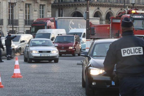 La circulation différenciée est mise en place pour éviter une trop forte pollution à l'ozone.
