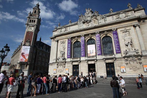 Journée du patrimoine, foule devant l'opéra de Lille, en septembre 2012.