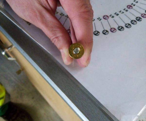 Une cartouche pleine a été découverte dans les bacs de tri sélectif.