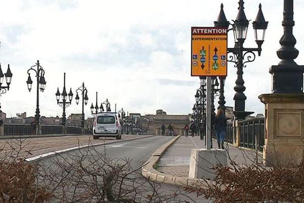 Le pont de pierre de Bordeaux est fermé aux voitures depuis le 1er août dernier pour améliorer la qualité de l'air.