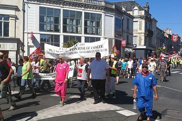 Les salariés de Plysorol défilent dans le centre-ville de Fontenay-le-Comte